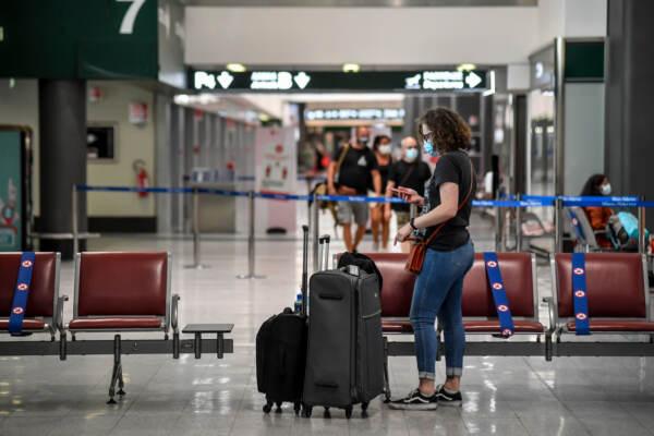 Coronavirus, al via i tamponi ai viaggiatori in arrivo all'aereoporto Malpensa