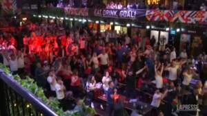 Euro 2020, la gioia dei tifosi inglesi per la vittoria con la Danimarca