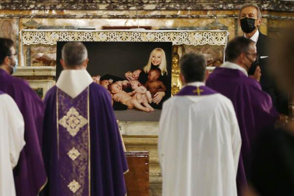 Funerali di Raffaella Carrà nella Basilica di Santa Maria in Ara Coeli