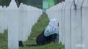 Srebrenica, i funerali delle vittime identificate nell'anniversario della strage