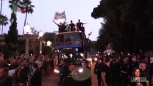Euro 2020, bagno di folla per gli azzurri anche all'arrivo all'hotel Parco dei Principi