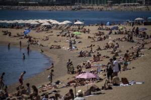 Inizia la stagione estiva in Spagna le spiagge a Barcellona
