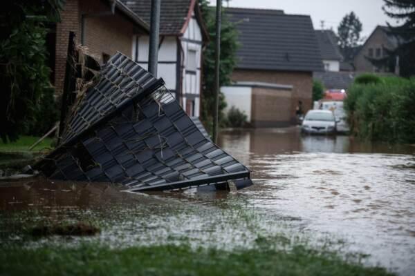Maltempo nel cuore Europa: almeno 125 morti, colpita anche Olanda