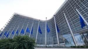 La Comissione Europea ricorda le vittime del maltempo in Europa: bandiere a mezz'asta