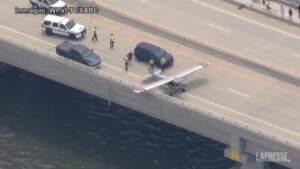 New Jersey, piccolo aereo atterra su un ponte di Ocean City