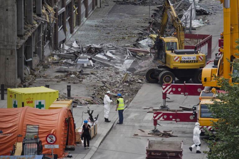 I soccorsi sul luogo della strage nel 2011