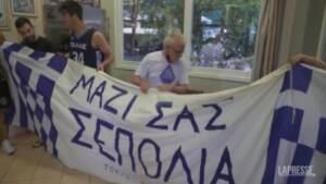 Milwaukee campione Nba, si festeggia anche in Grecia
