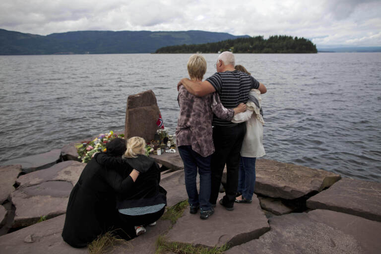 Parenti delle vittime a Utoya, 2011