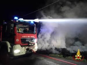 Camion vigili fuoco di notte