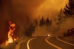 Stati Uniti, incendi dilagano la California