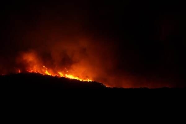 Sardegna; incendi nell'Oristanese, le fiamme raggiungono Cuglieri
