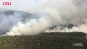 Spagna, vasto incendio nel nord-est: a fuoco oltre 1.200 ettari di bosco