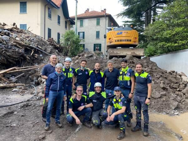 Maltempo a Como, c'è anche George Clooney con i volontari della protezione civile