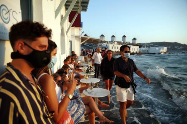 Coronavirus: nuove restrizioni sull'isola di Mykonos, tempio del turismo e del divertimento