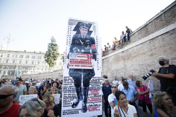 Roma, manifestazione no green pass con la partecipazione di Forza Nuova
