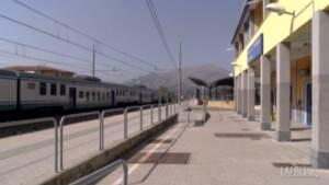 Cosenza: treno bloccato per ore sotto il sole, passeggeri esausti e senza assistenza
