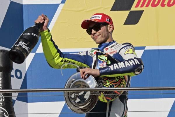 Valentino Rossi icona da 9 titoli mondiali. La 'decima' inseguita per 12 anni