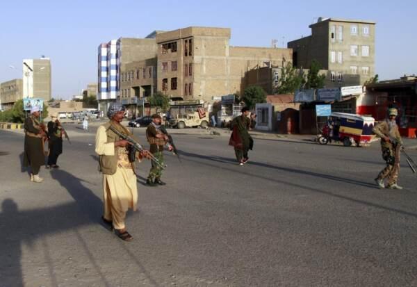 Afghanistan, i talebani conquistano il primo capoluogo. Ucciso capo comunicazione del governo