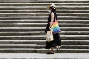 Tutta Italia in zona bianca: via le mascherine all'aperto