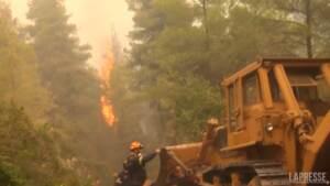 Grecia, gli incendi infuriano ancora sull'isola di Evia