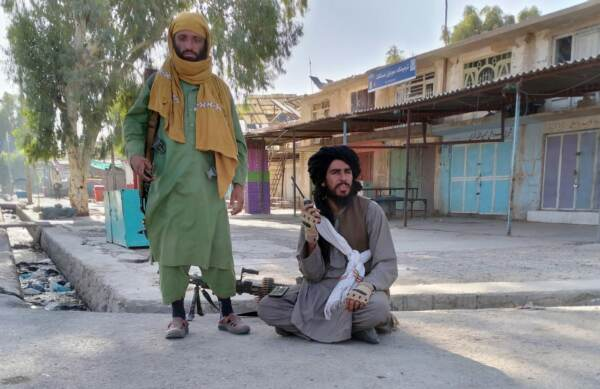 Afghanistan, continua l'avanzata dei talebani a nord e a ovest: la conquista dei capoluoghi di provincia