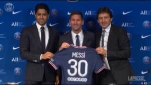 PSG, Messi in posa per la prima volta con la nuova maglia