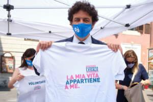 Roma, raccolta firme per il referendum sull'eutanasia legale
