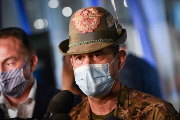 Generale Figliuolo al centro vaccinale La Nuvola di Torino