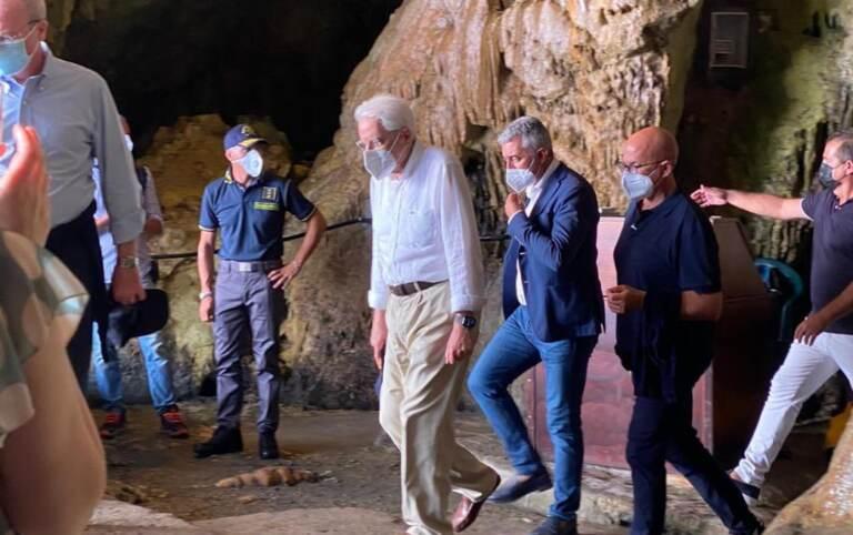 Mattarella ad Alghero, visita a sorpresa la Grotta di Nettuno