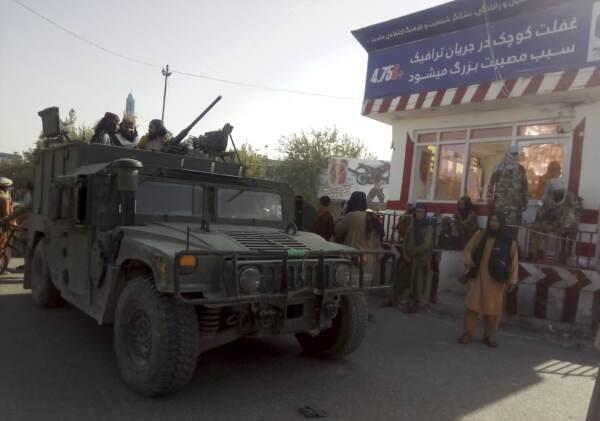 Afghanistan, i talebani avanzano verso Kabul: prese Herat e Ghazni