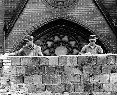 13 agosto 1961, sessanta anni fa iniziava la costruzione del Muro di Berlino