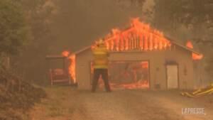 Incendio Dixie: in California il fuoco sembra inarrestabile, al lavoro ancora oltre 6mila uomini