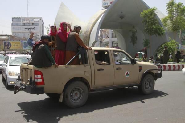 Kabul, talebani alle porte della capitale: inviate truppe USA a difesa