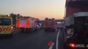 Ungheria, bus si schianta in autostrada: 8 morti, decine di feriti