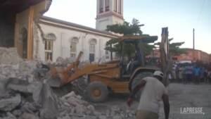 Sisma ad Haiti, si continua a scavare tra le macerie