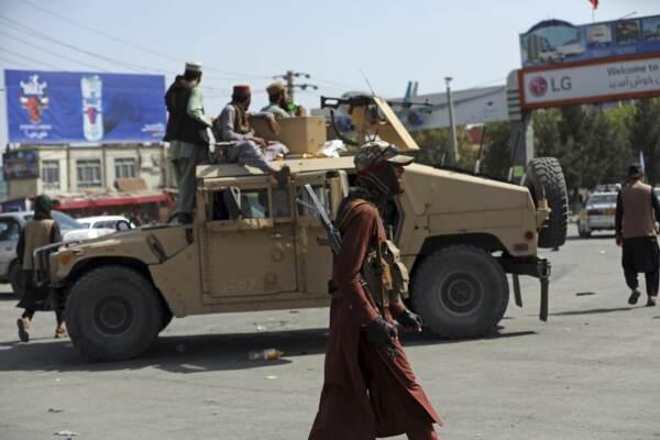 Afghanistan, Kabul in mano ai talebani. Caos all'aeroporto: 7 morti