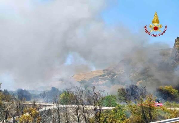 Crotone, comando di Torino interviene contro gli incendi boschivi del sud Italia