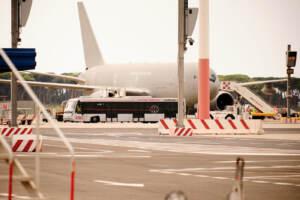 Afghanistan, primo volo ponte aereo: 85 afghani oggi a Fiumicino