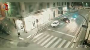 Genova, evade da domiciliari e ruba auto: scatta l'inseguimento
