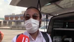 Il ristoratore di origini afghane attende in lacrime la sorella a Fiumicino