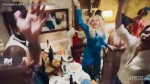 Madonna a Ostuni canta 'Bella ciao'