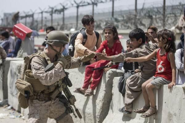 Afghanistan, i Marines degli Stati Uniti all'aeroporto internazionale di Kabul