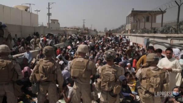 """Ancora caos all'aeroporto di Kabul. Usa ai connazionali: """"Non ci andate"""""""