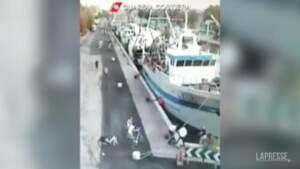 Rimini, bimba di 11 mesi cade nelle acque del porto: salvata da un militare
