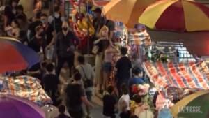 Nicole Kidman a Hong Kong sul set della seria Amazon dopo le polemiche per la quarantena