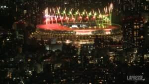 Iniziano le Paralimpiadi, la notte di Tokyo illuminata dai fuochi d'artificio