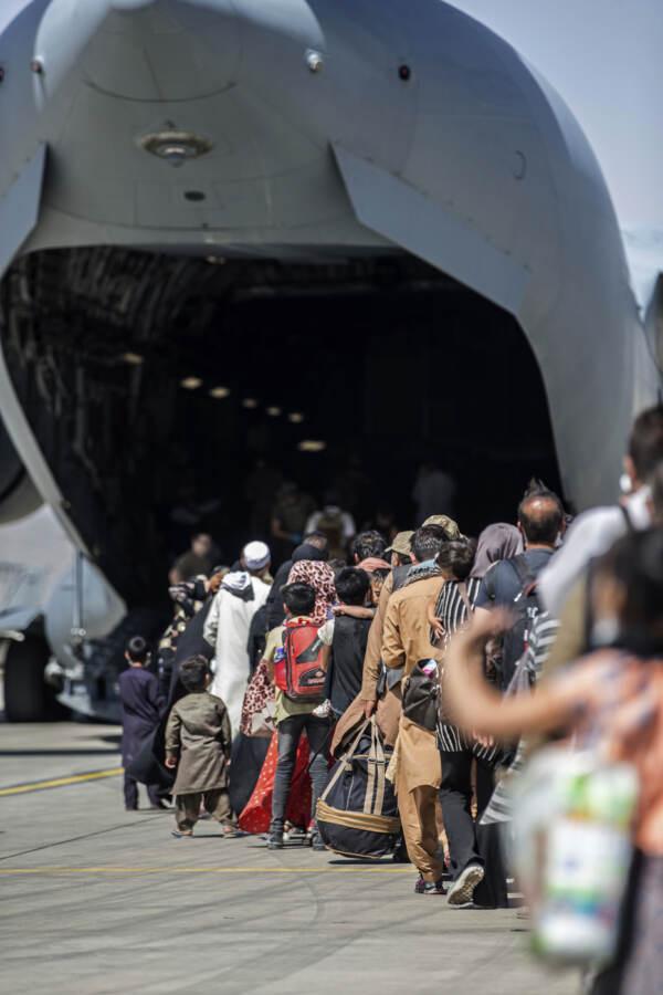 Afghanistan, continua con difficoltà l'evacuazione dei civili dalla capitale Kabul