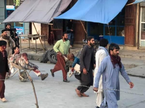 Afghanistan, attacco all'aeroporto di Kabul: almeno 40 morti. Uccisi soldati Usa