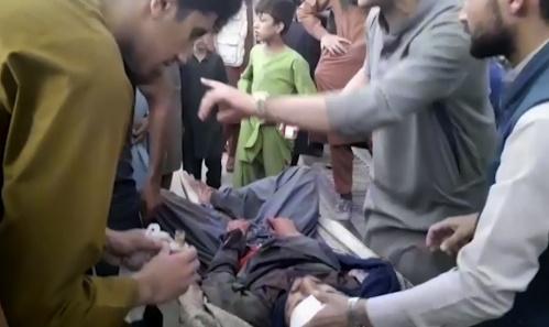 Attentato a Kabul: le immagini della strage