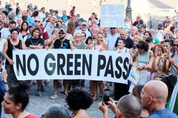 Green pass, sindacati: Contrari a blocco treni, sì a vaccini